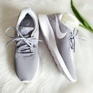 NIKE WOMEN'S SHOES SIZE 8 NEW